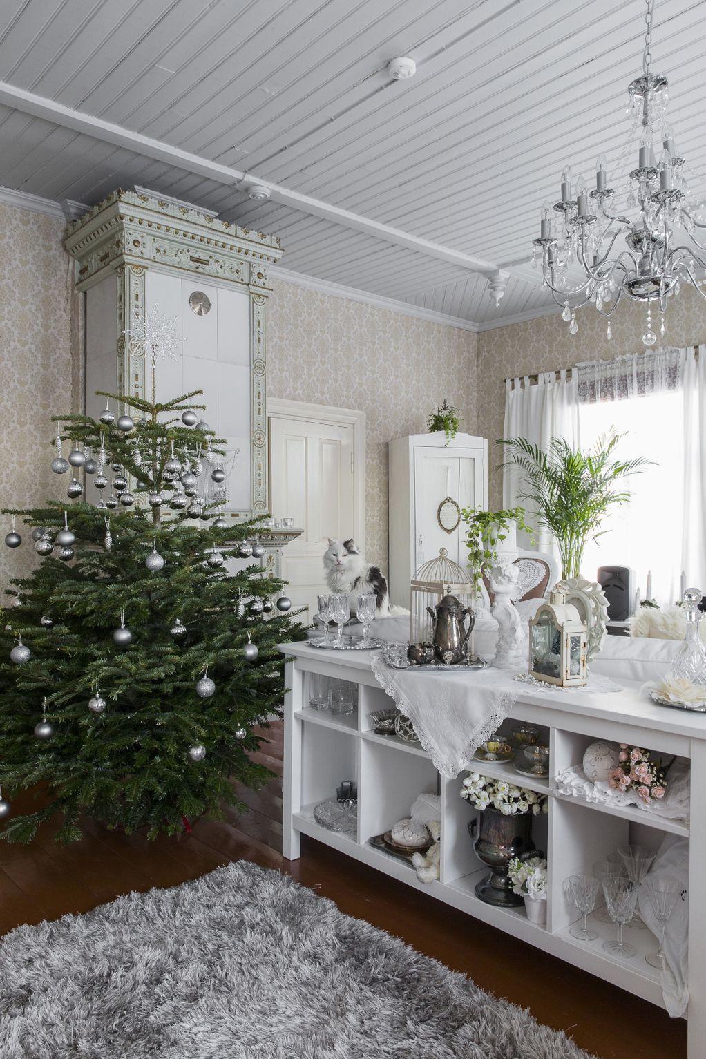 Празнично и бело: Прекрасен дом од кој не би заминувале со денови