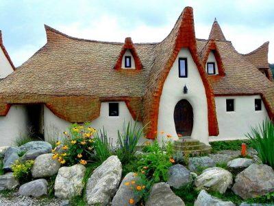 Шармантно село во Романија со уникатен дворец како од бајките