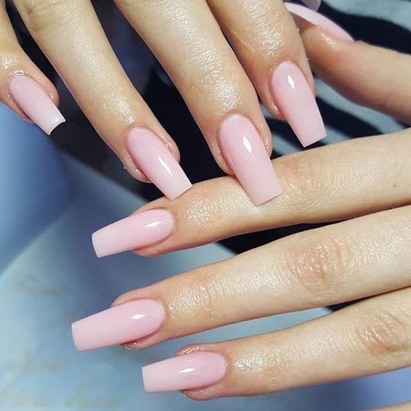 7 нијанси на лакови за нокти што ги прават вашите раце да изгледаат помлади