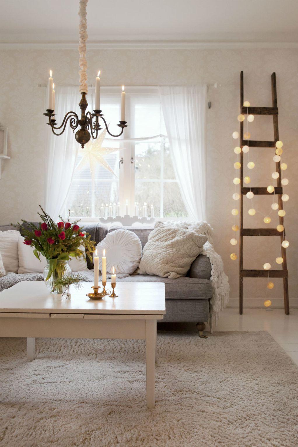 10 идеи за украсување на вашиот дом со новогодишни ламбички
