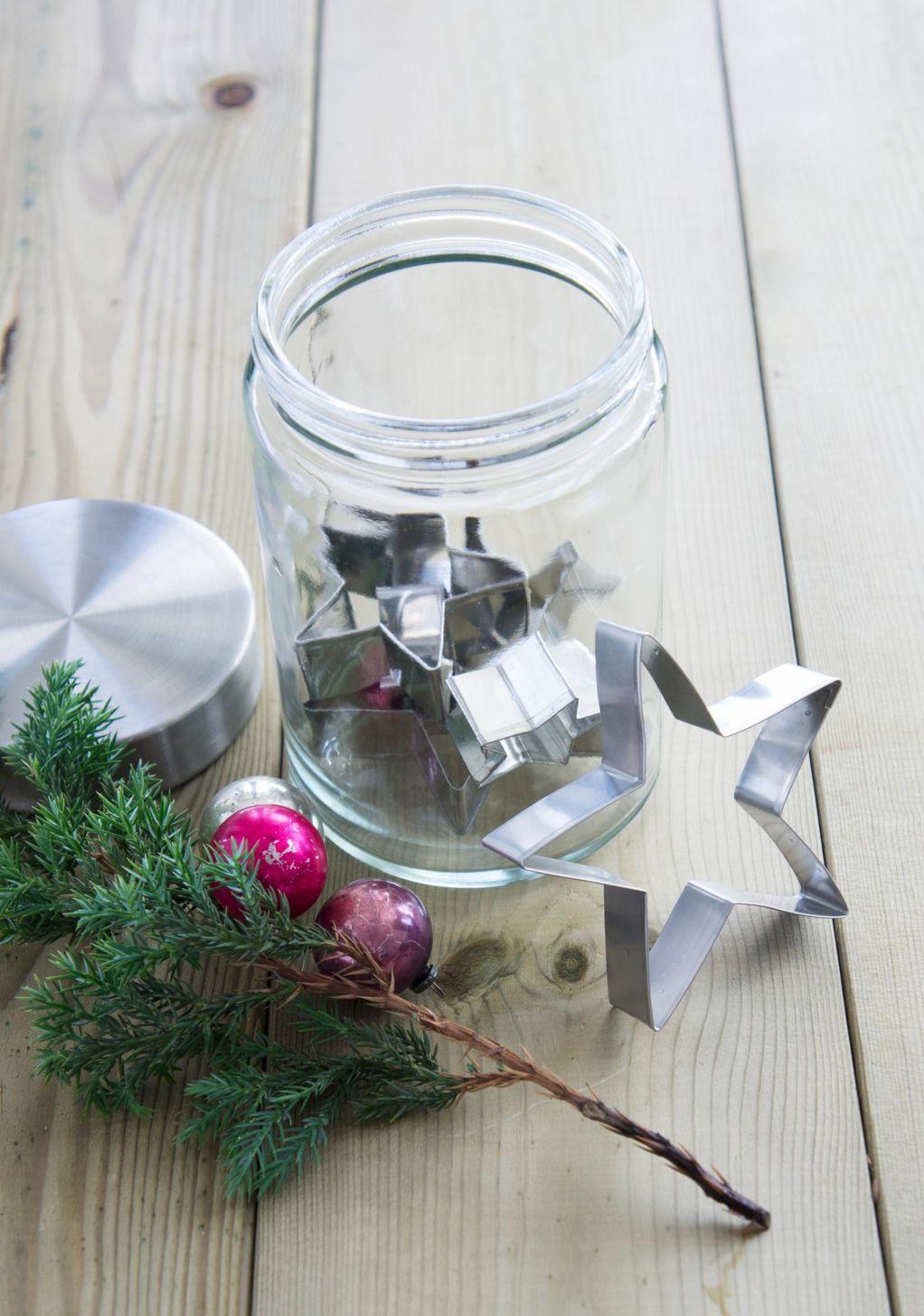 Како да ги искористите старите тегли за прекрасни новогодишни украси?
