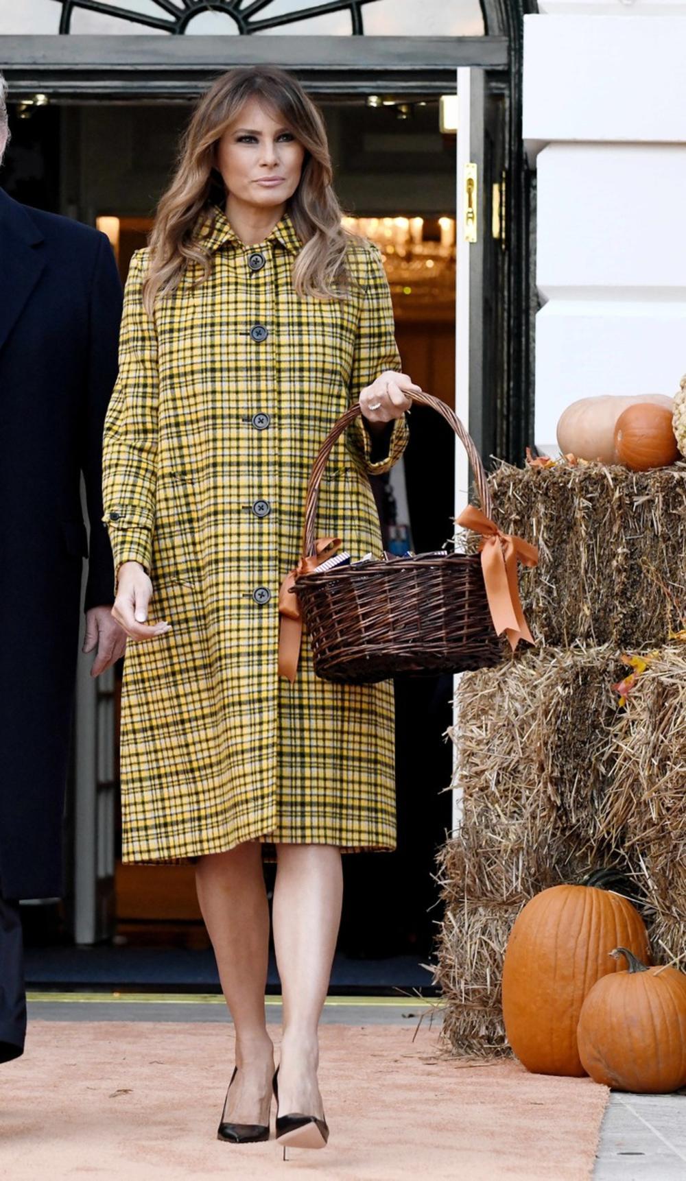 Ако сакате да изгледате моќно, облекувајте се како неа: 20-те најдобри зимски стајлинзи на Меланија Трамп