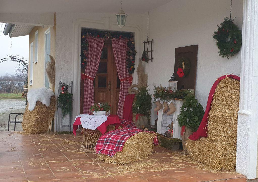Божиќна соба на отворено: Тераса претворена во волшебно катче