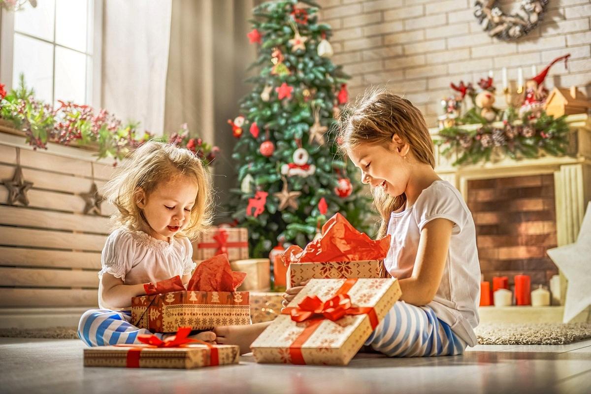 Интересни идеи за новогодишни подароци што ќе го израдуваат секое дете
