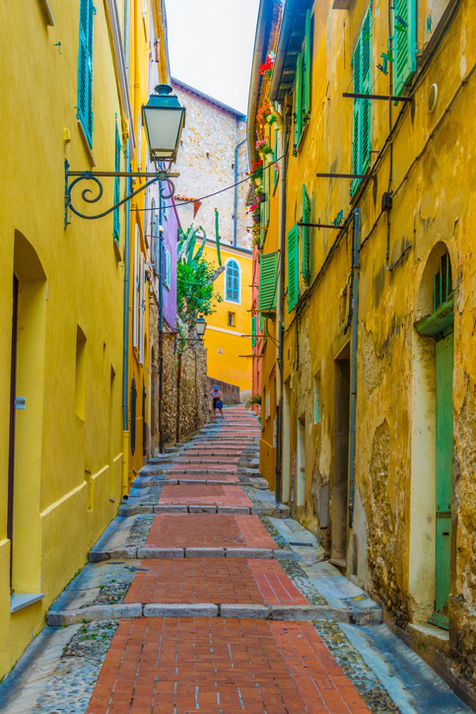 Град на лимоните во Франција за кој многу туристи никогаш немаaт слушнало
