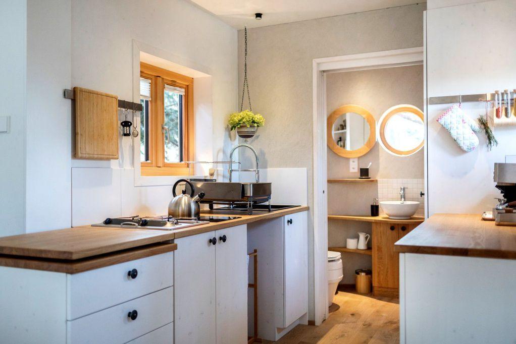 Минијатурна подвижна куќа совршена за живот во пар