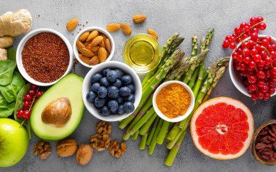 Храна и суплементи што може да ви помогнат во отстранување на темните подочници