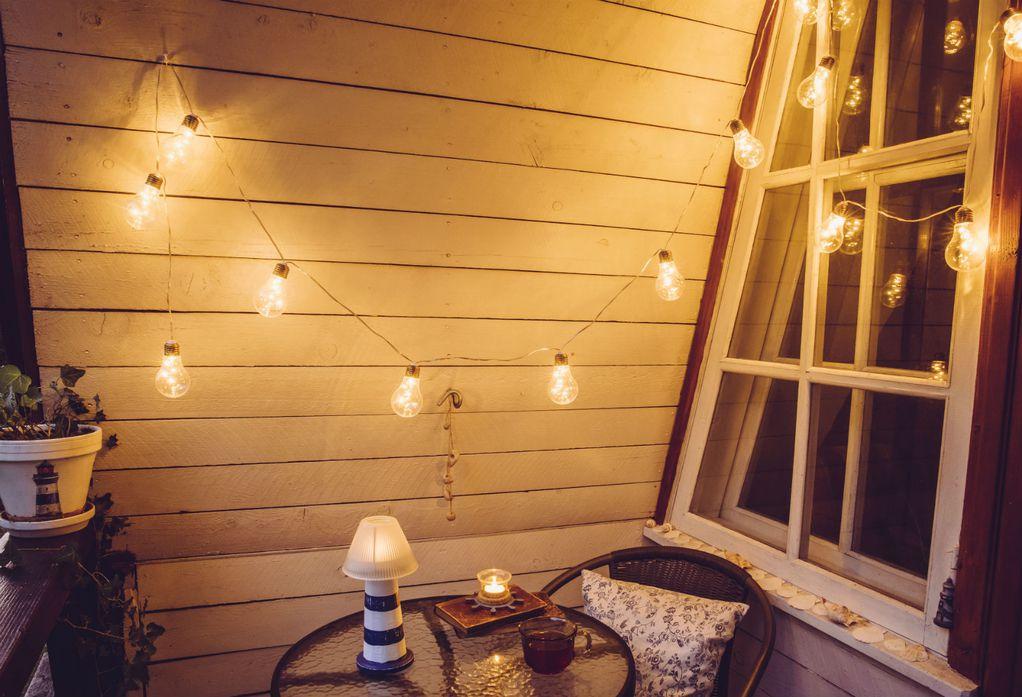 Како да го направите балконот да биде релаксирачко место за пиење кафе во зима?