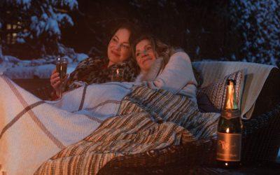 """""""Firefly Lane"""": Нова серија која е идеална за гледање во друштво со најдобрите пријателки"""