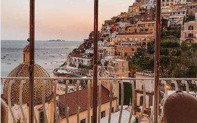 Хотел со поглед кон италијанското село Позитано каде што ќе сакате да го пиете првото утринско кафе