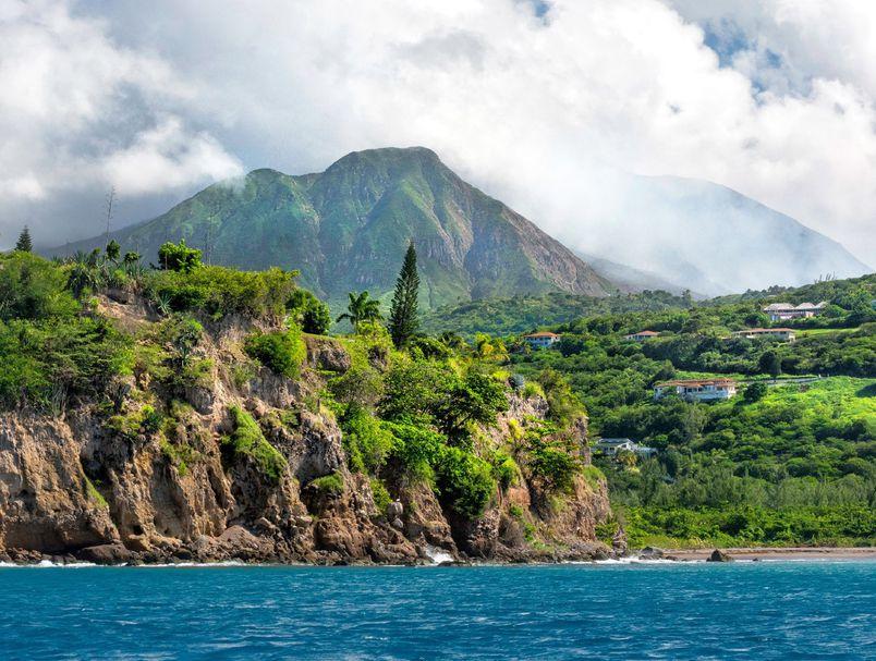 """Пријавете се и уживајте: Наместо работа од дома, може и од """"смарагдениот остров на Карибите"""""""
