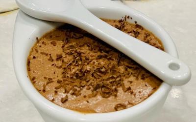 Рецепт за вкусен и брз мус со црно чоколадо и јогурт
