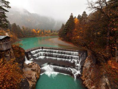 Зелена оаза: Река и водопади кои воодушевуваат со своите тиркизни и зелени бои