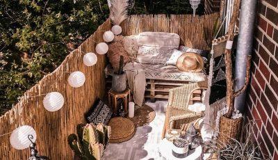 Идеи за украсување на балконот што ќе го претворат во прекрасна оаза за утринско кафе!