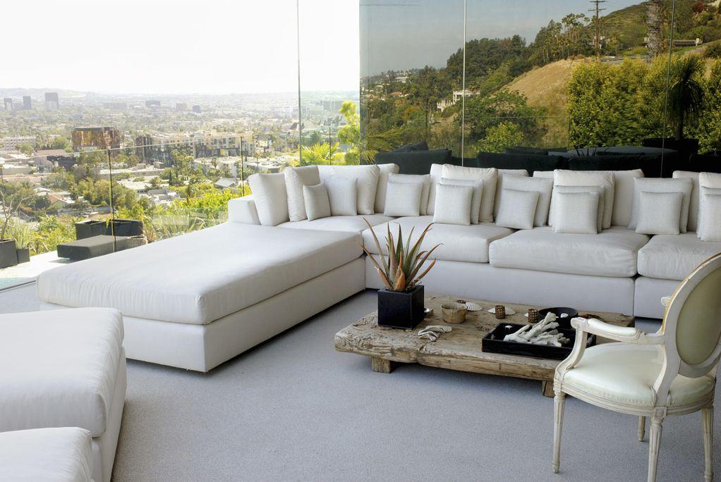 """""""Прошетајте"""" низ овој прекрасен стан со поглед кој го одзема здивот"""