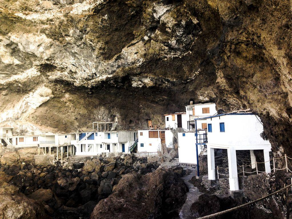 Тајните на Зелениот остров: Невообичаено село полно со морски пештери