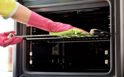 4 врвни начини за чистење на мрснотиите од решетката од рерната