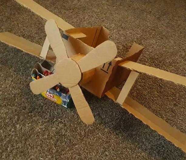 12 интересни работи што вашите деца можат да ги направат користејќи картонски кутии