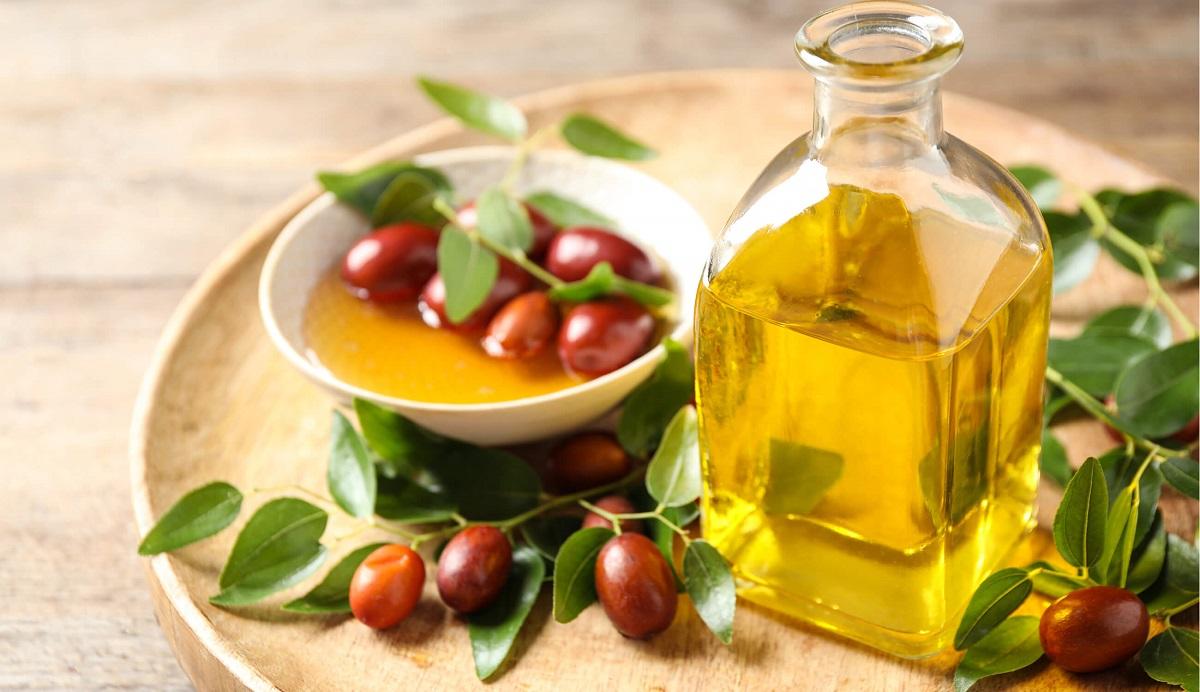 Како да го користите маслото од јојоба за третман на акни?