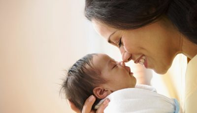 """Тајниот јазик на љубовта: Како бебето вели """"те сакам""""?"""