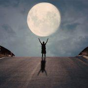 Јапонскиот милијардер бара осум лица за да патуваат до Месечината