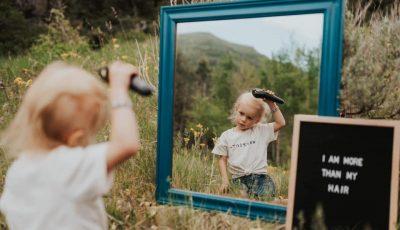 Никогаш не губете надеж: Мајка ја одбележа битката на нејзината ќерка со ракот преку моќни фотографии