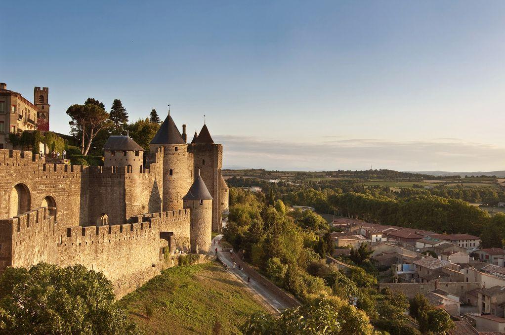 Прекрасен град на југот на Франција што ги збунува туристите