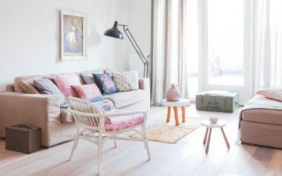 10 докази дека пастелните бои ја претвораат дневната соба во оаза на мирот