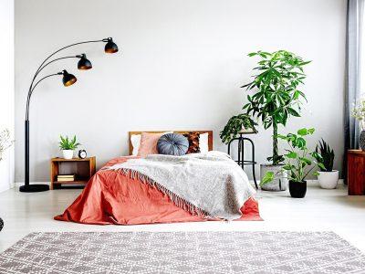 6 работи што никогаш не треба да ги чувате под креветот