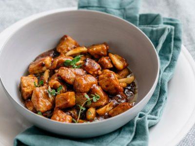 """Меко """"спецатино"""": Рецепт за вкусен италијански гулаш направен од најжилавите парчиња месо"""