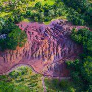 Психоделичен феномен: Пустина среде зеленило чиј песок е во седум бои