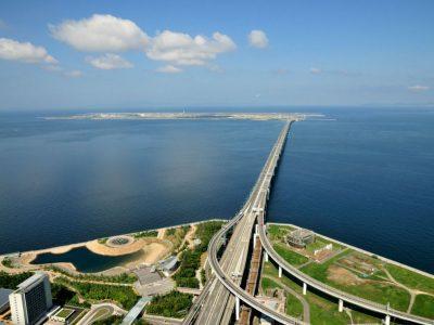 Дали ќе исчезне под морето? Аеродром на вештачкиот остров до кој води мост долг 3 750 метри