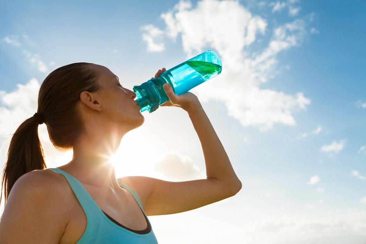 Кога треба да пиете топла, а кога ладна вода ако сакате да ослабите?