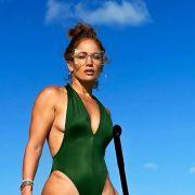 Неколку лекции за носењето костим за капење што треба да ги научите од Џенифер Лопез