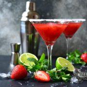 Рецепт за домашен ликер од јагоди - пијалак што освојува со неодоливата арома
