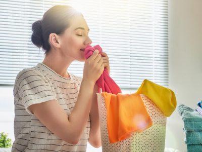 Евтино и природно: Направете домашен омекнувач за алишта
