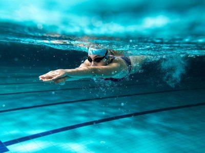 Избегнувајте ги: Намирници што не треба да ги јадете пред пливање