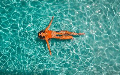 Како да ја заштитите косата од хлорот во базенот?