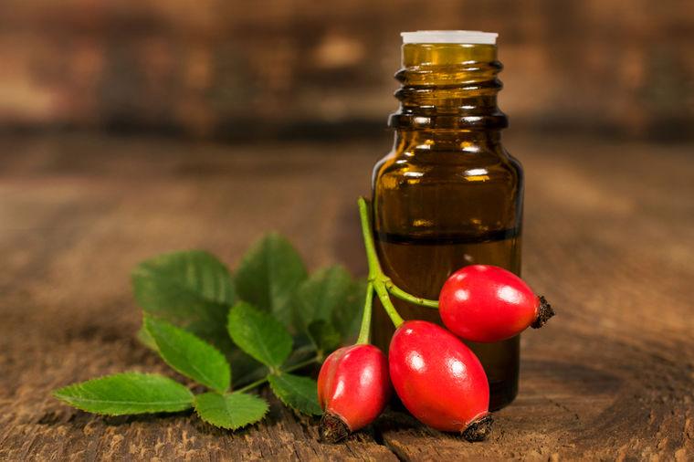 Маслото од ова растение ја хидрира кожата, го спречува стареењето и штити од УВ-зрачењето
