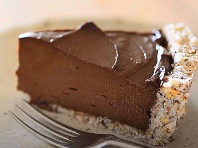 Содржи малку калории: Кремаста чоколадна торта што има една тајна состојка