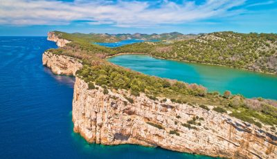 Езеро со поглед на море: Чудо на природата што треба да се види во живо