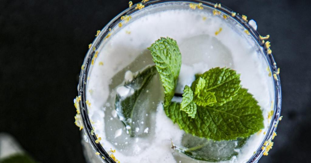 Рецепт за кремаст пијалак од лимета, кокосово млеко и безалкохолно пиво