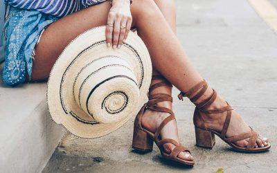Вратете го стариот сјај на вашите омилени сандали: Едноставен трик како да ги отстраните црните дамки од стапалата