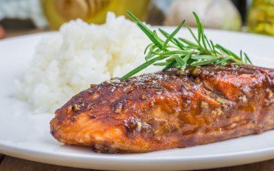 За помалку од половина час: Рецепт за печен лосос во вкусен сос