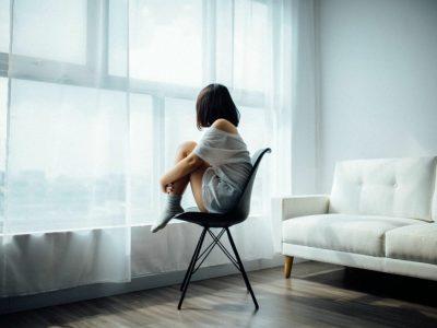 4 скриени знаци дека страдате од осаменост