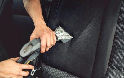 Како да ги отстраните дамките од вода на седиштето во автомобилот?