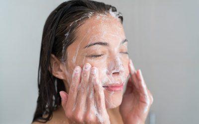 Како да знаете дали го чистите лицето премногу или премалку?