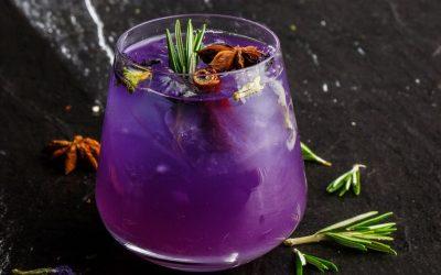 Рецепт за виолетов џин-тоник што ќе ве освои со својот вкус и изглед