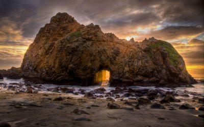 Виолетов песок и сончева порта во карпа: Плажа за восхитување од безбедна далечина
