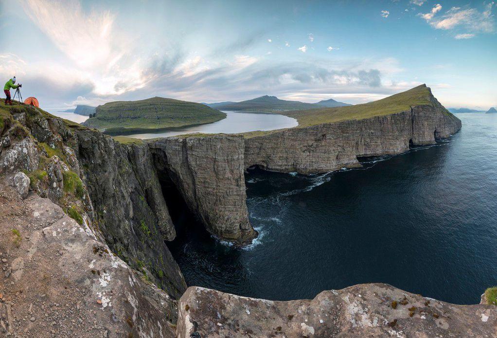 Езеро над океанот! Дали е ова најголемата оптичка илузија на природата?